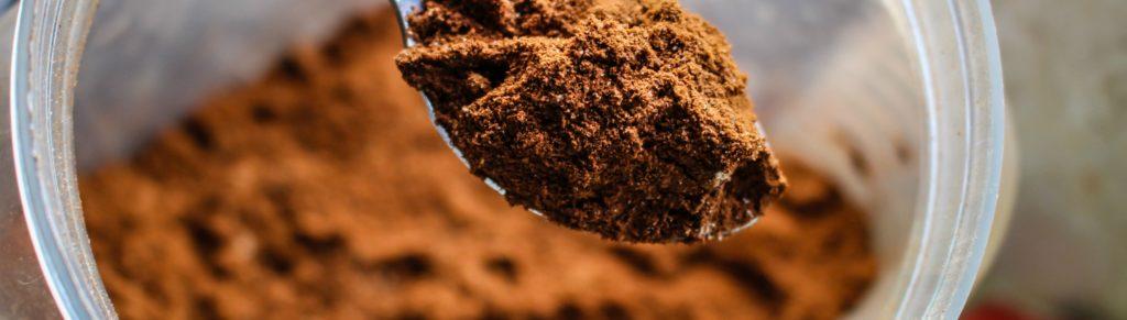 Ingrédients pour préparer des truffes au chocolat et huile essentielle